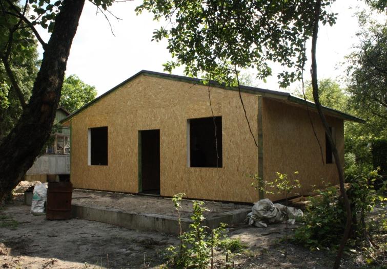 Канадский домик без окон и дверей