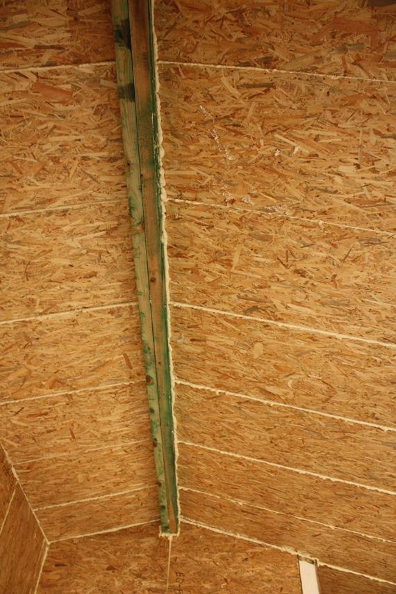 Верх крыщи в доме из СИП панелей