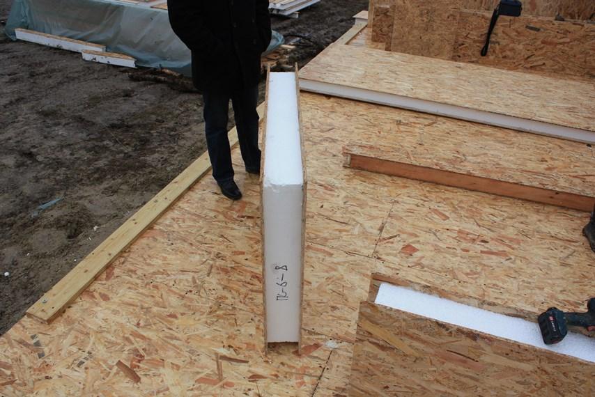 СИП панель во время строительства дома